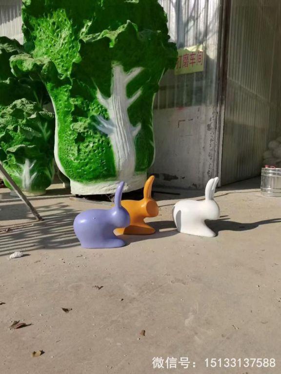 玻璃钢抽象小兔子雕塑 草坪摆件彩色喷漆兔子5