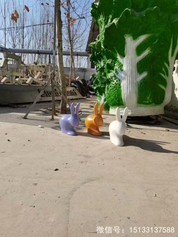 玻璃钢抽象小兔子雕塑 草坪摆件彩色喷漆兔子3