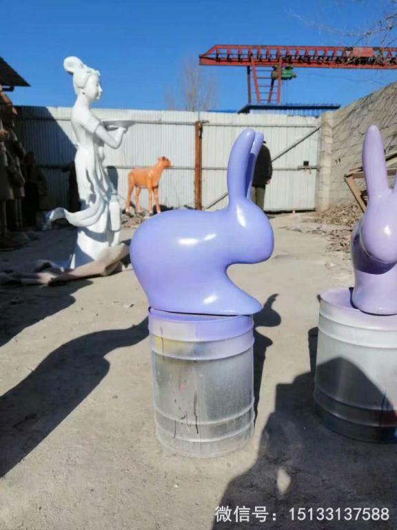 玻璃钢抽象小兔子雕塑 草坪摆件彩色喷漆兔子9