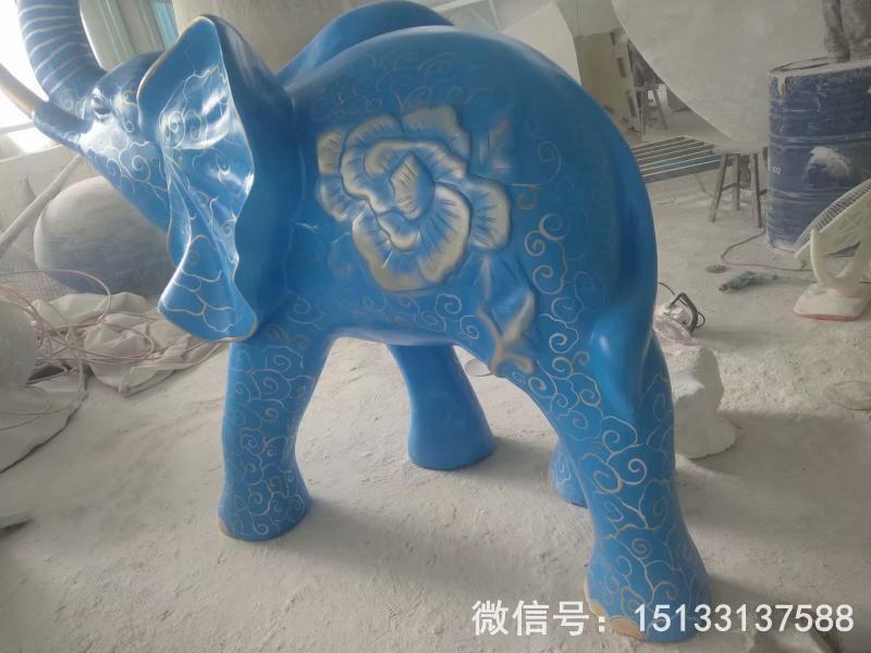 玻璃钢大象雕塑 深蓝色雕花大象动物雕塑3