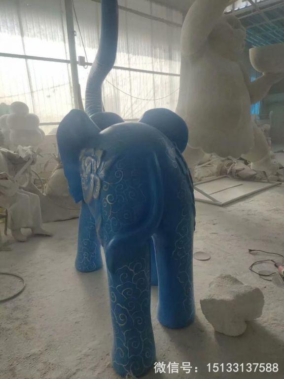 玻璃钢大象雕塑 深蓝色雕花大象动物雕塑4