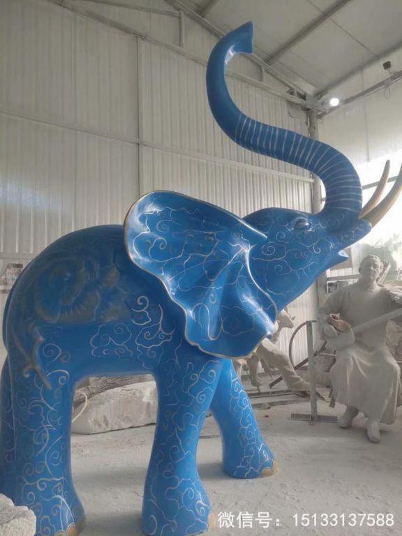 玻璃钢大象雕塑 深蓝色雕花大象动物雕塑5