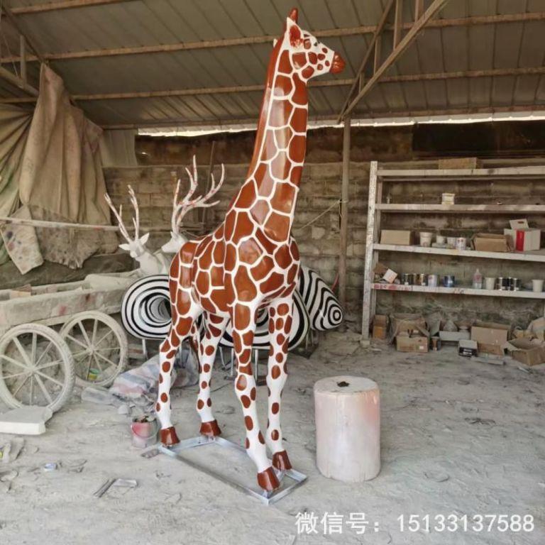 玻璃钢仿真长颈鹿雕塑