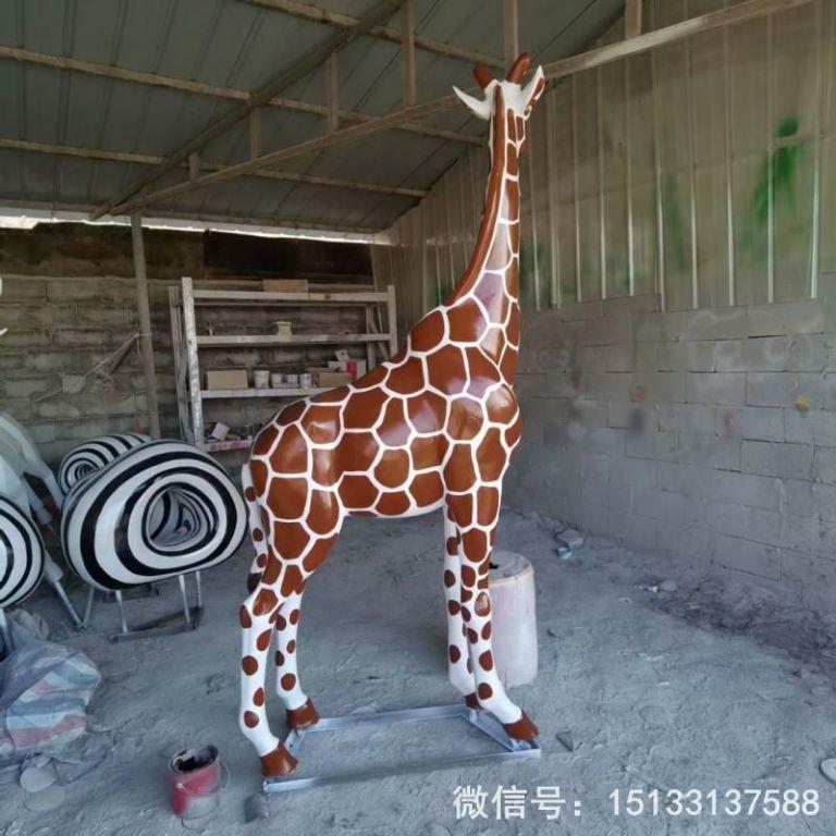 玻璃钢仿真长颈鹿雕塑1